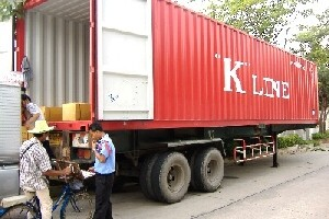 the loading of a container with garments